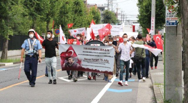 Japonya'da FETÖ'ye ait  okulun önünde protesto
