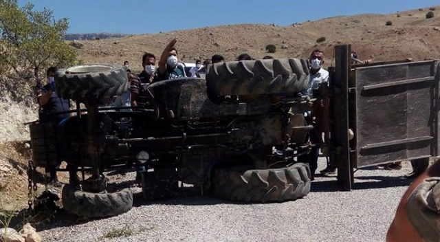 Malatya'da devrilen traktörün altında kalan sürücü öldü