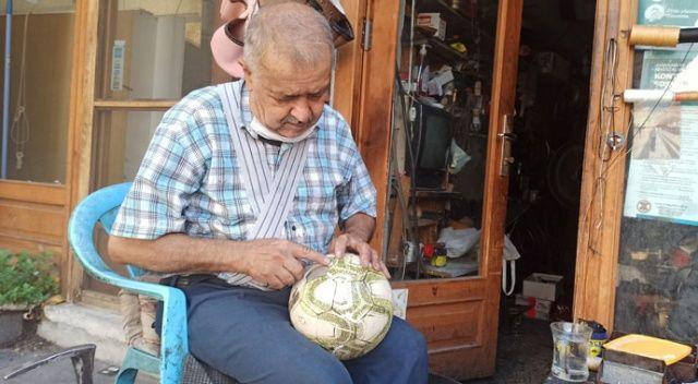 32 yıldır aynı köşede futbol topu tamir ediyor