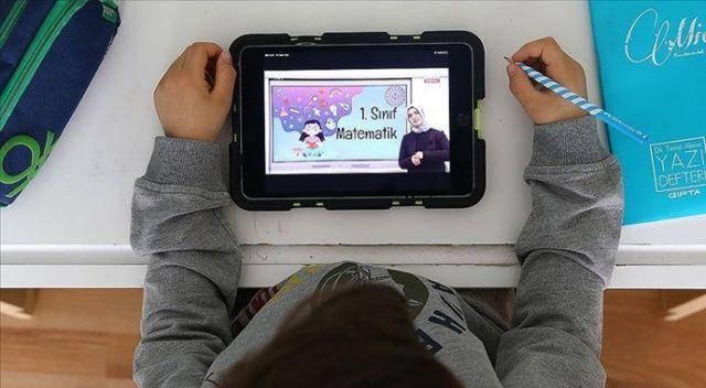 AK Partili belediyeler öğrencilere tablet dağıtıyor