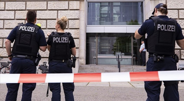 Almanya'da ırkçı paylaşımlarda bulunan 29 polis açığa alındı