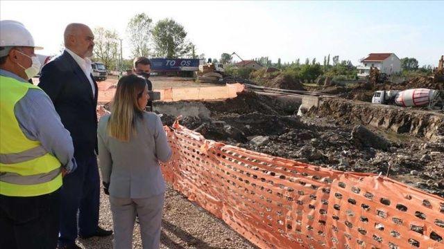 Arnavutluk Başbakanı Rama, Türkiye tarafından inşa edilecek konut bölgesini ziyaret etti