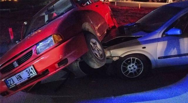 Aydın'da otomobiller çarpıştı: 4 yaralı