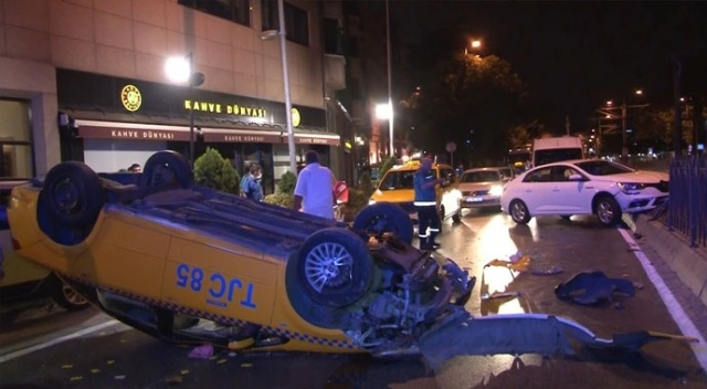 Beşiktaş'ta ticari taksi takla attı: 2 yaralı