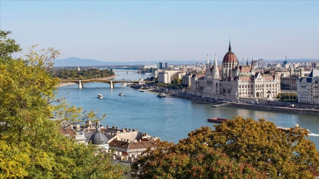 Cengiz Aytmatov'un ismi Budapeşte'de parka verildi
