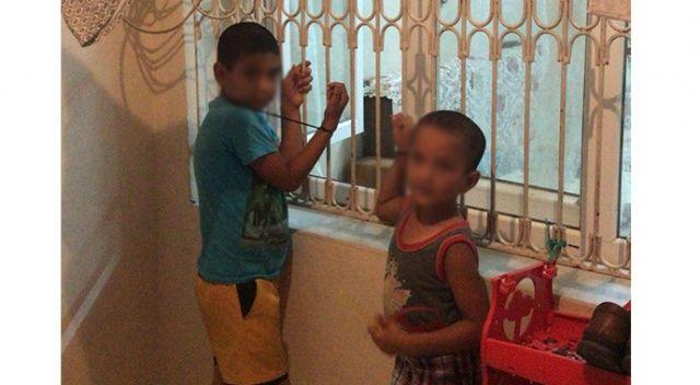 Çocukları pencereye kelepçeleyip, böbreklerini satmakla tehdit etti