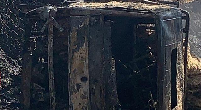Devrilen saman kamyonu alev alev yandı, sürücüsü hayatını kaybetti
