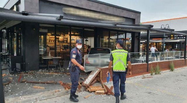 Ehliyetsiz sürücü kahve işletmesinin bahçesine girdi: 2 yaralı