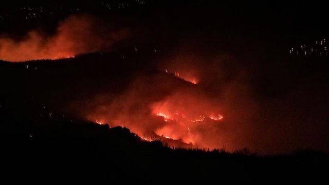Elazığ'da Mastar Dağı'nda çıkan örtü yangınına müdahale ediliyor
