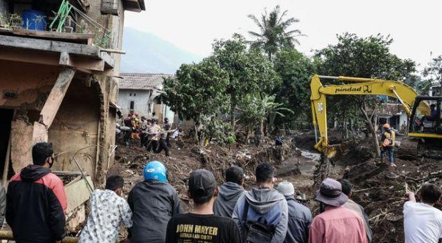 Endonezya'da heyelan faciası: 10 ölü