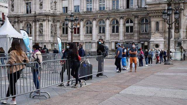 Fransa'da son 24 saatte 10 bin 569 Covid-19 vakası tespit edildi