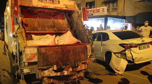 Hatay'da freni patlayan çöp kamyonu park halindeki araçlara çarparak durdu