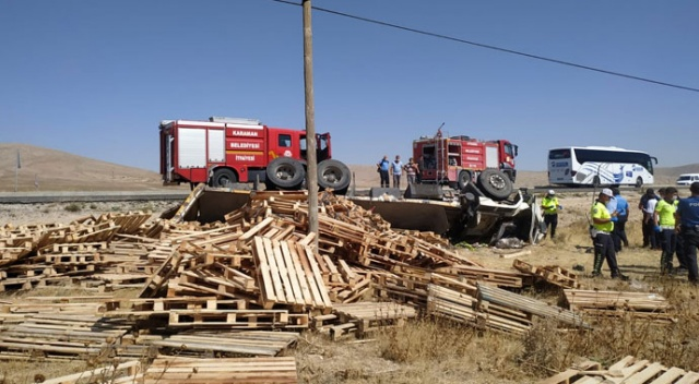 Karaman'da palet yüklü kamyon devrildi: 1 ölü