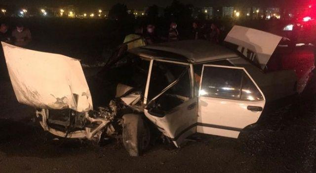 Otomobil refüjdeki ağaca çarptı: 3 ağır  yaralı