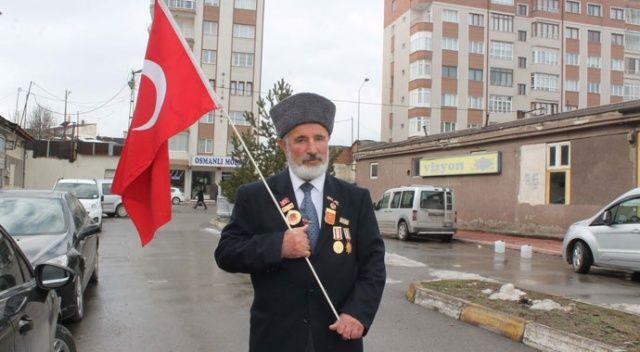 Türk bayrağını yanından ayırmazdı, koronavirüsten hayatını kaybetti