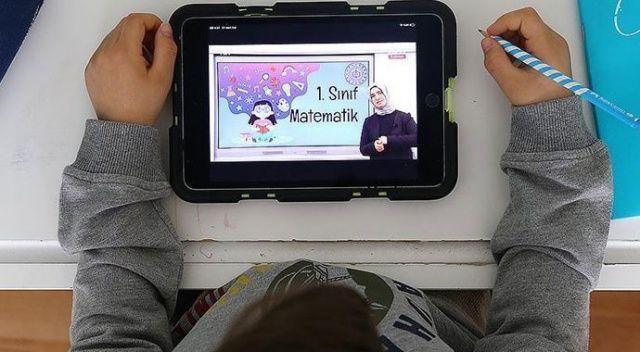 Yetim çocuklara tablet hediye