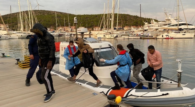 Yunanlılar tarafından geri itilen 10 düzensiz göçmen kurtarıldı