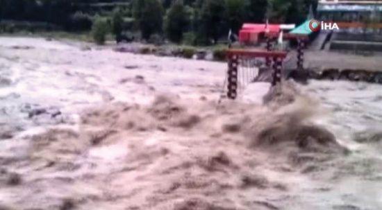 Pakistan'da muson yağmurları etkisini sürdürüyor: 24 ölü
