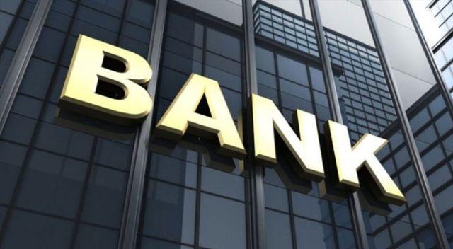 12 saat önce ölen kişiyi aylığını alabilmek için bankaya götürdü