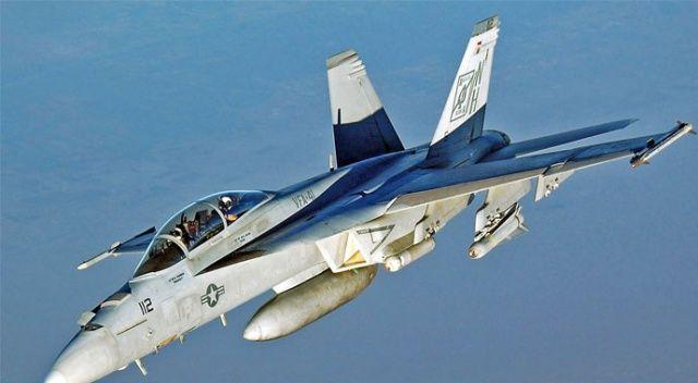 ABD'de savaş uçağı düştü, pilot son anda kurtuldu
