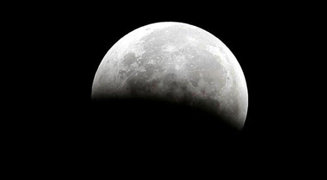 Ay'da su bulundu!