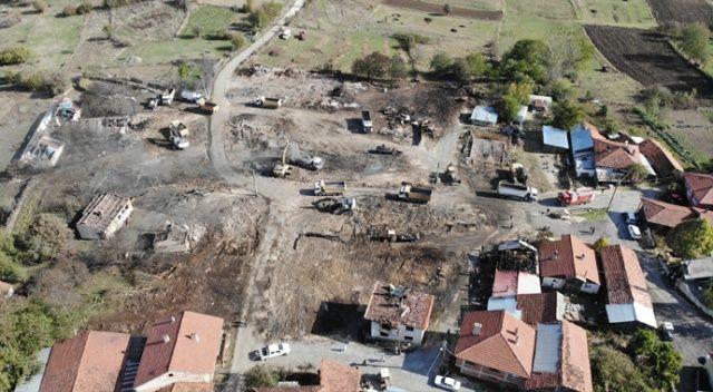 Bolu'da 12 evin yandığı köyde enkaz kaldırma çalışması başladı