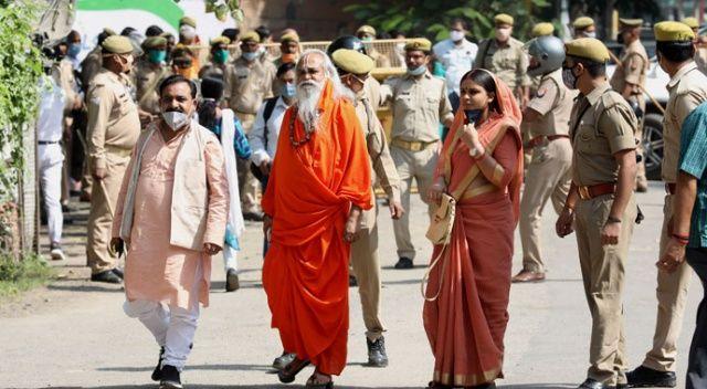 Bu da Hindistan adaleti: Cami yıkan Hindulara beraat