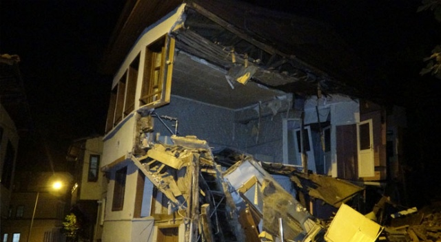Bursa'da tarihi bina çöktü