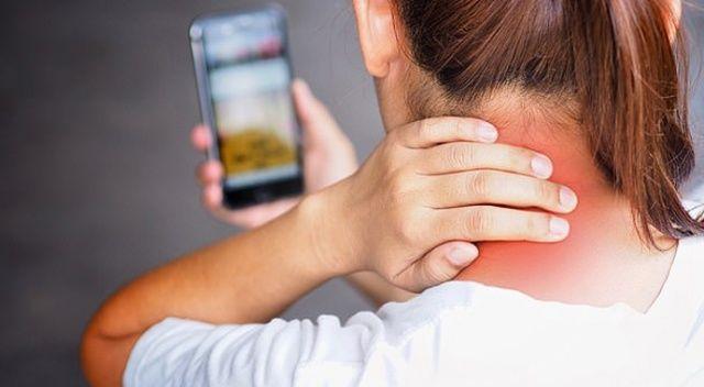 Cep telefonunun etkisi:Kadınların yüzde 30'u boyun ağrısı çekiyor
