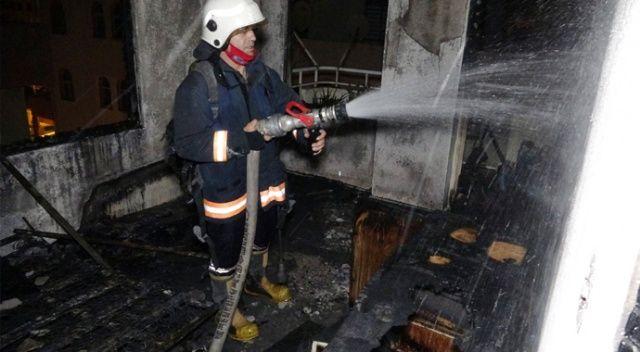 Erdemli'de binada çıkan yangın korkuttu