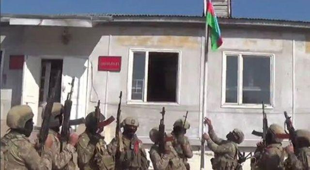 Ermenistan işgalin kurtarılan Fuzuli kentine Azerbaycan bayrağı dikildi