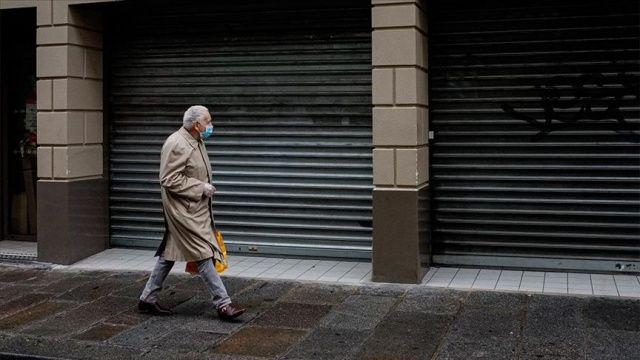 Fransa'da Covid-19 günlük vaka sayısındaki rekor artışlar devam ediyor