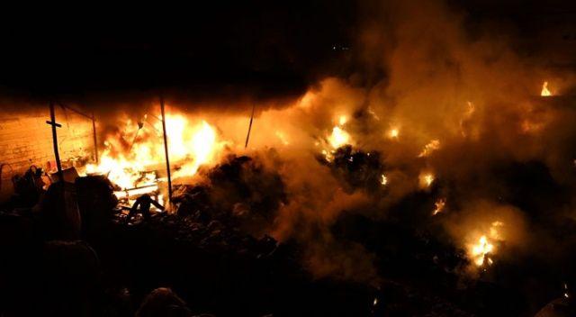Geri dönüşüm deposunda çıkan yangın güçlükle söndürüldü