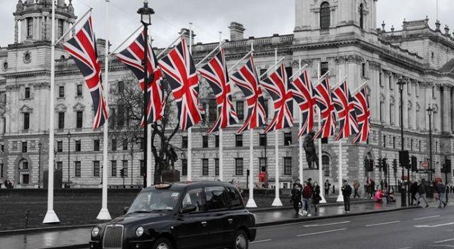 İngiltere'de sokağa çıkma yasağı yeniden gündemde