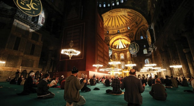 İstanbul'da Mevlid Kandili idrak edildi