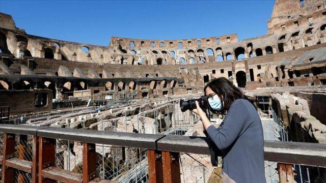 İtalya'da 24 bin 991 yeni Covid-19 vakası tespit edildi