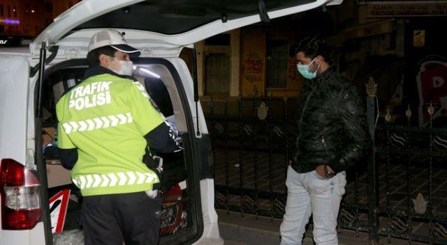 Karantina ihlali yapan kurye, polis ekiplerince evine götürüldü