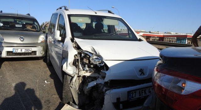 Kaza yapınca duran araçlar zincirleme kazaya sebep oldu