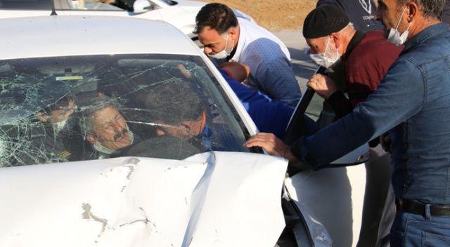 Kazada araçta sıkışan 4 yaralı için ekipler seferber oldu