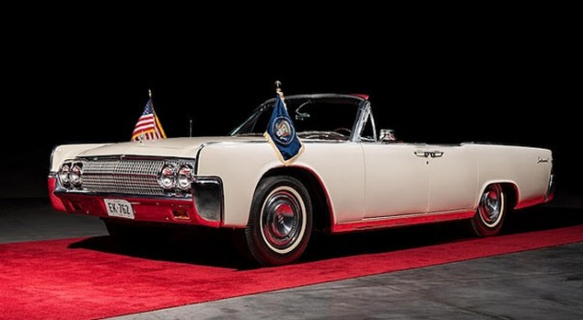 Kennedy'nin öldüğü gün bindiği araç 3 milyon TL'ye satıldı