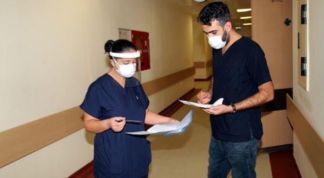 Koronavirüsü yenen doktor: Benim yaşımda vefat edenleri gördüm