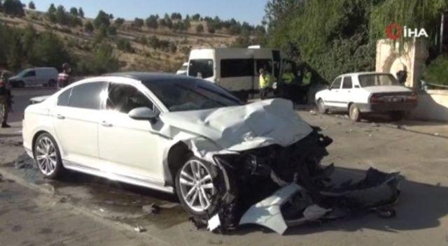 Şanlıurfa'da otomobil işçi servisine çarptı: 15 yaralı