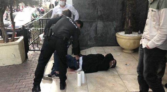 Sokak ortasında önce kalçasından sonra boynundan bıçakladı