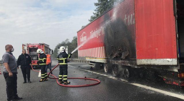 TEM de tır yandı: Soğukkanlı sürücü muhtemel kazaları önledi