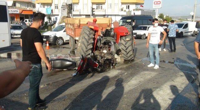 Tur otobüsüyle traktör çarpıştı: 2 yaralı