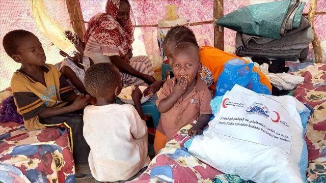 Türk Kızılay Sudan'da sel mağdurlarına gıda yardımı dağıttı