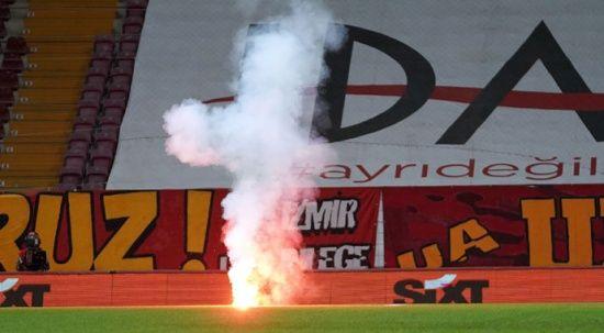 Galatasaray-Fenerbahçe derbisinde paraşütlü havai fişek atanlar yakalandı