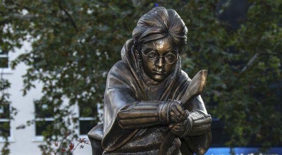 Harry Potter'ın heykeli Londra'ya dikildi