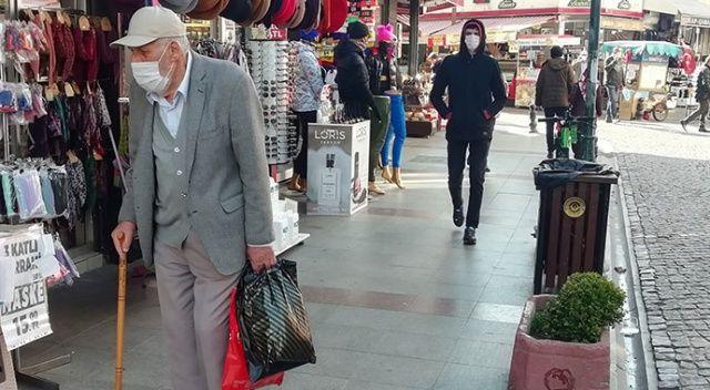65 yaş ve üzeri vatandaşlar sokaklara akın etti