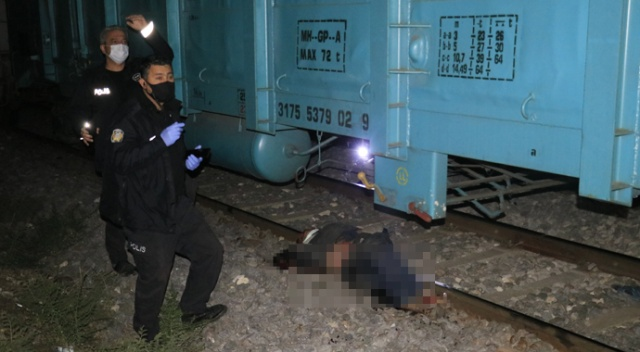 Adana'da feci kaza! Yük treninin çarpmasıyla kolu koptu